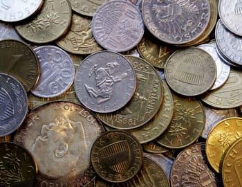 выпуск серебряных и золотых монет с разным номиналом