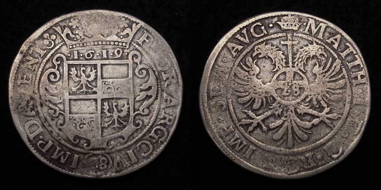 Древняя серебряная монета Индонезии