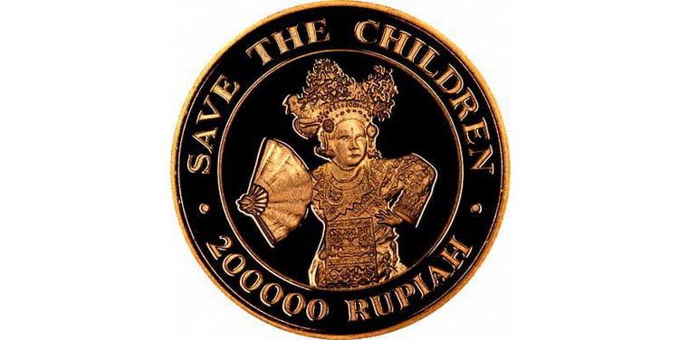 Золотая монета номиналом в 200000 рупий с Индонезии